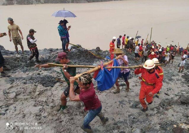 Un glissement de terrain fait plus de 160 morts en Birmanie