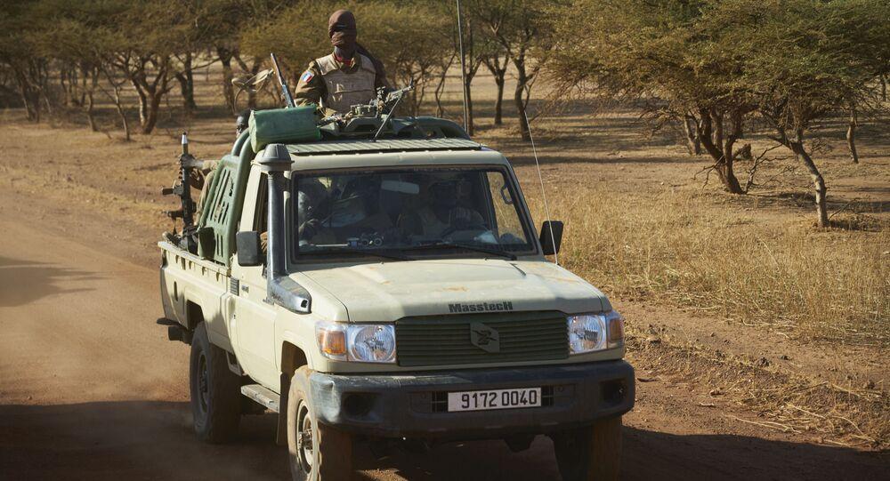Un véhicule de l'armée burkinabè en patrouille