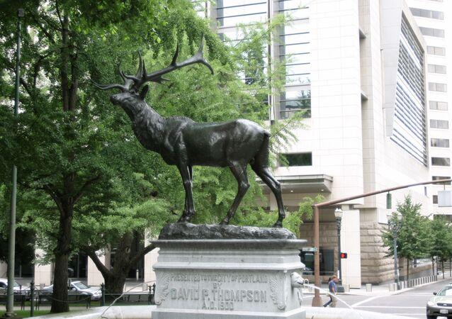 Statue d'un élan en bronze à Portland, Oregon