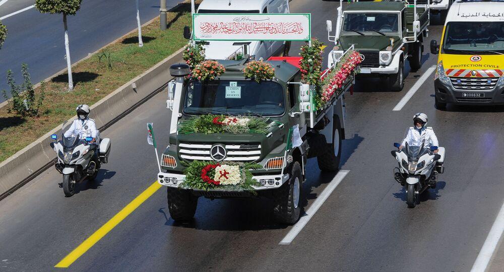 Le convoi transportant les cercueils de 24 résistants anticoloniaux algériens remis par la France à l'Algérie