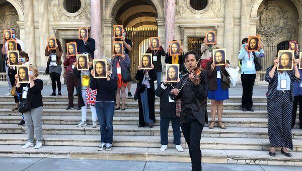200 guides-conférenciers ont protesté devant le Musée du Louvre le jour de son ouverture  - Sputnik France