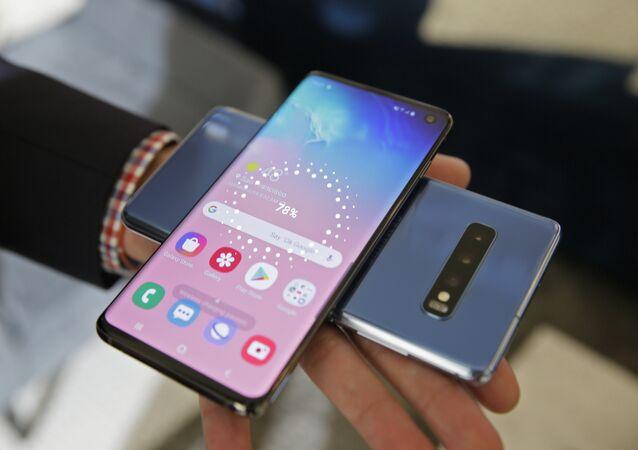 Des smartphones Samsung Galaxy S10