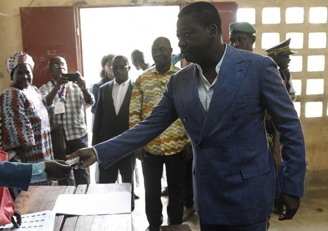 Le Président togolais Faure Gnassingbé vote pour sa réélection le 22 février 2020.