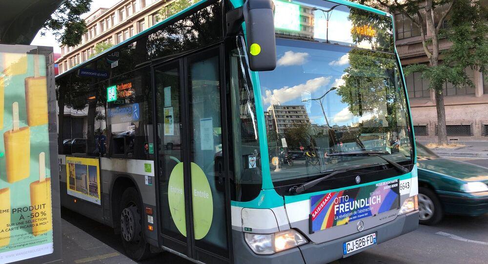 Un bus RATP dans la rue de Paris