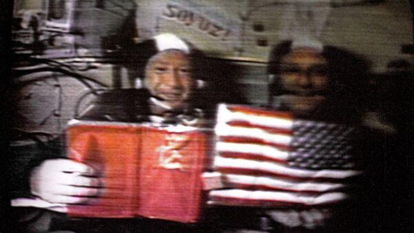 Alexeï Leonov et Thomas Stafford lors de la mission Soyouz-Apollo (juillet 1975) - Sputnik France
