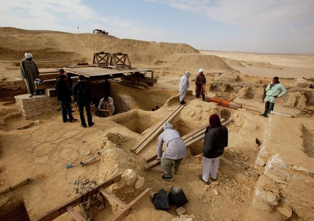 Saqqara (archives)