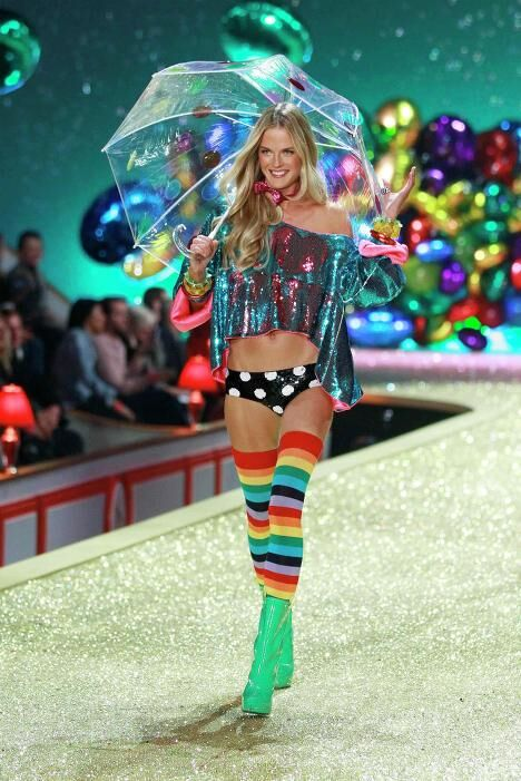 Шэннан Клик на показе коллекции Victorias Secret в Нью-Йорке