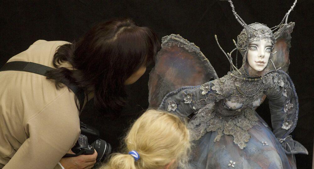 Un artisan russe crée des poupées étonnamment réalistes