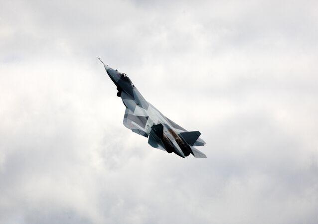 Essai en vol du chasseur russe de 5e génération T-50 (PAK-FA)