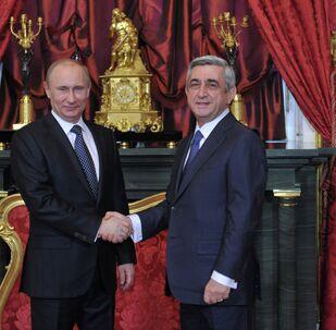 Le président russe Vladimir Poutine et son homologue arménien Serge Sargsian (Archives)