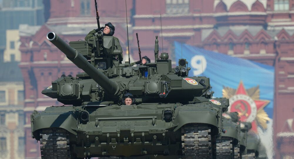Des chars T-90 sur la place Rouge à Moscou