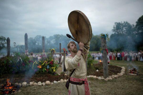 Участники празднования Купалы на Красном лугу под Малоярославцем Калужской области
