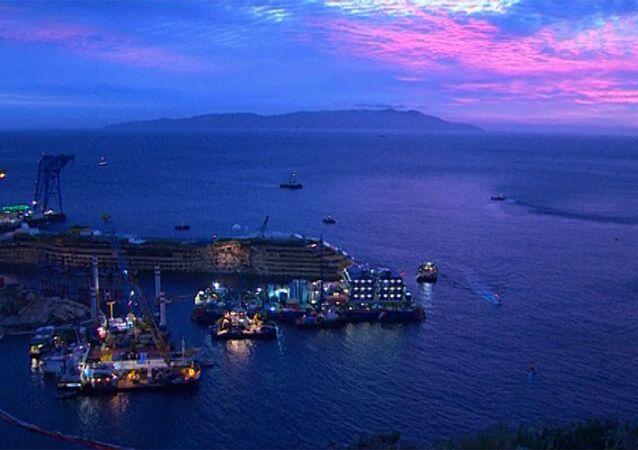 Redressement du paquebot naufragé Costa Concordia