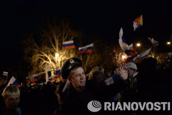 Crimée: Sébastopol et Simféropol fêtent la tenue du référendum - Sputnik France