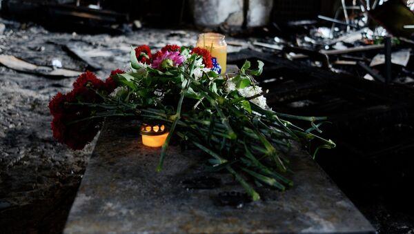 Жители Одессы несут цветы в память о погибших во время пожара в Доме профсоюзов - Sputnik France