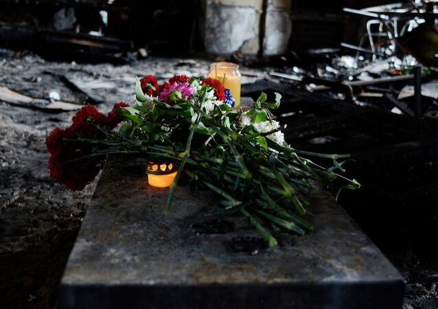 Odessa. Fleurs et bougies sur les lieux de la tragédie