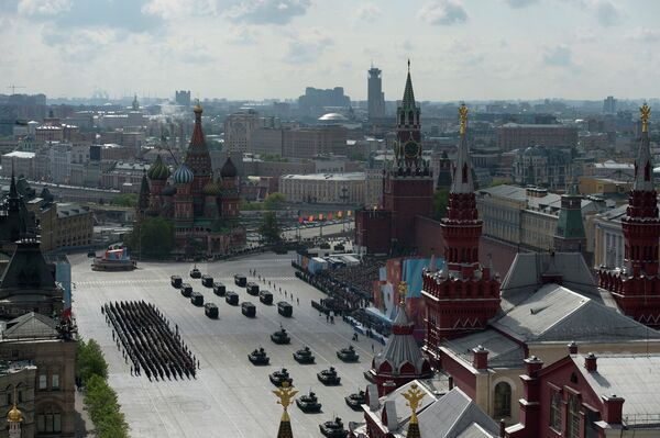 Russie: le nouveau canon automoteur Koalitsia présenté le 9 mai 2015 - Sputnik France