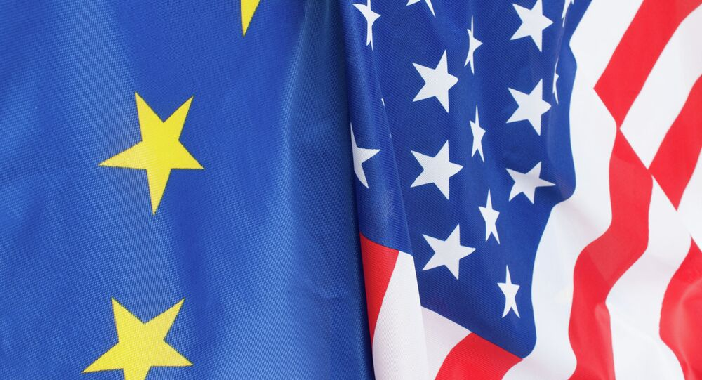 Drapeaux des États-Unis et  de l'Union européenne