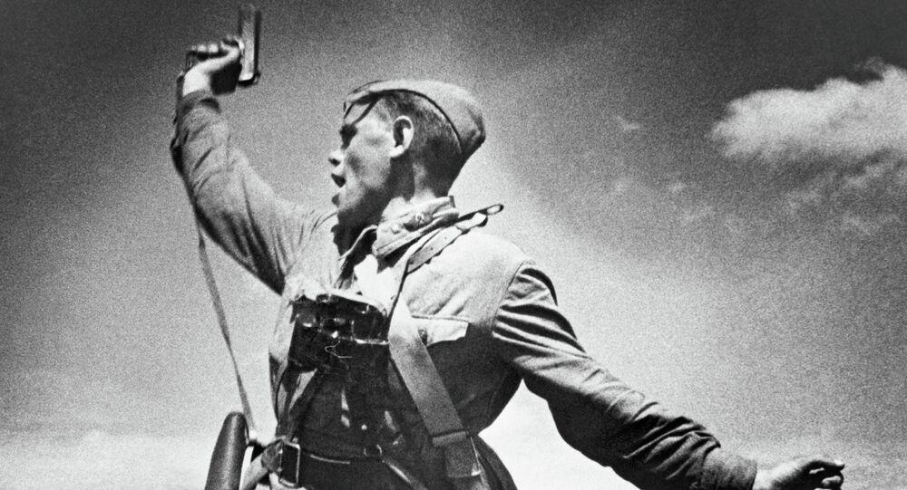 Attaque des soldats soviétiques pendant la Seconde Guerre mondiale