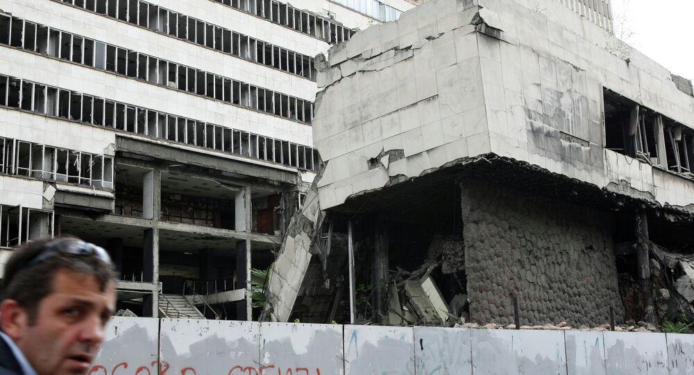 En 1999, les forces de l'Alliance ont procédé à des bombardements de la Yougoslavie, prenant la défense des Albanais du Kosovo.