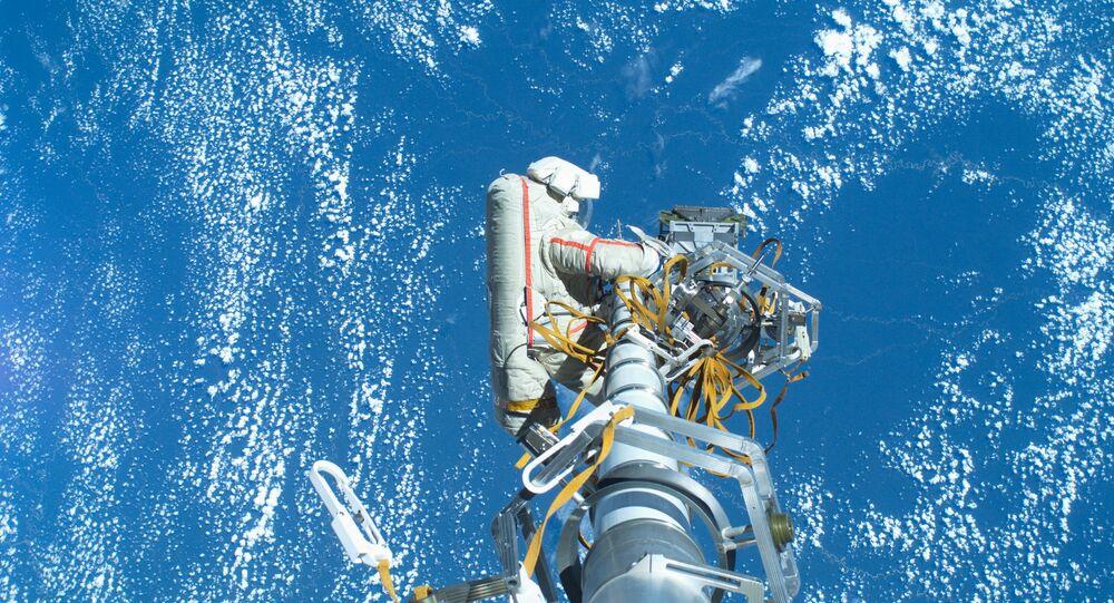 Sortie des cosmonautes dans l'espace