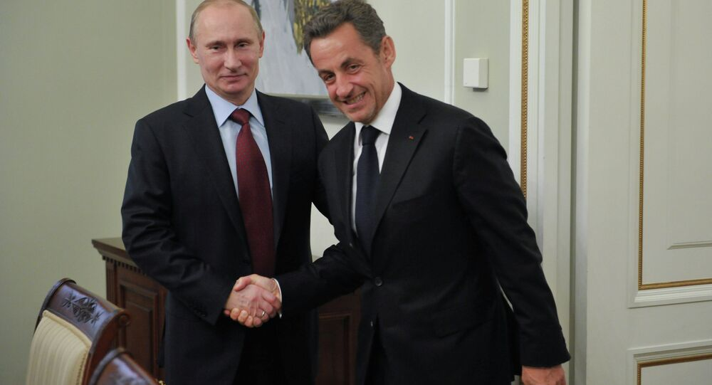 Vladimir Poutine (à gauche) et Nicolas Sarkozy