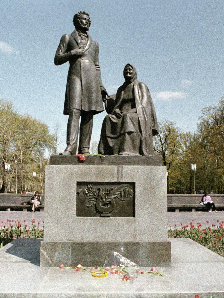 Monument à Alexandre Pouchkine et à sa bonne, Arina Rodionovna, à Pskov
