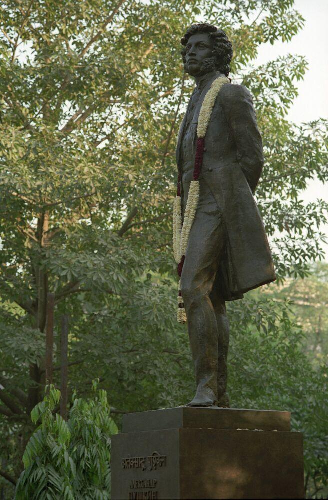 Un monument à Pouchkine à New Delhi, en Inde