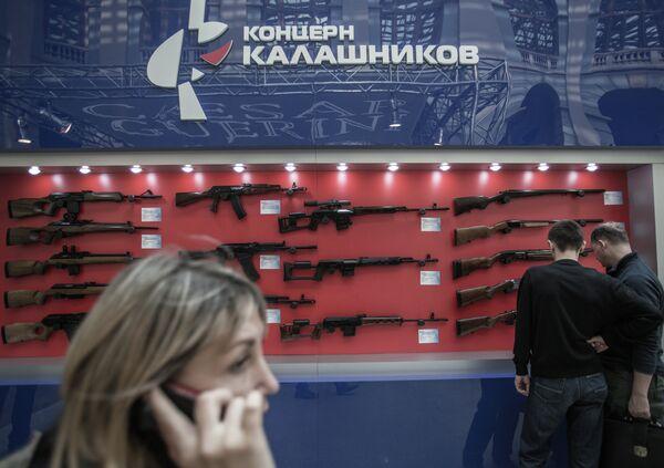 Kalachnikov suspend la livraison d'armes aux Etats-Unis et au Canada - Sputnik France