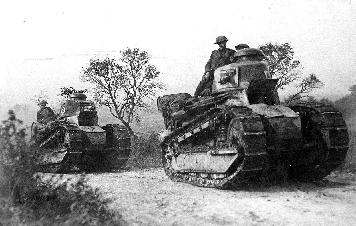 Des chars français Renault FT-17 lors de la Première Guerre mondiale