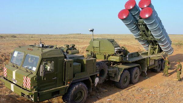 Зенитно-ракетная система С-400 Триумф на учениях ПВО на полигоне Ашулук - Sputnik France