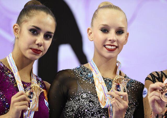 Gymnastique rythmique: les Russes Mamun et Kudryavtseva championnes du monde