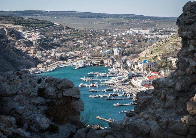 Que protègent les patrouilleurs russes en mer Noire près de la Crimée