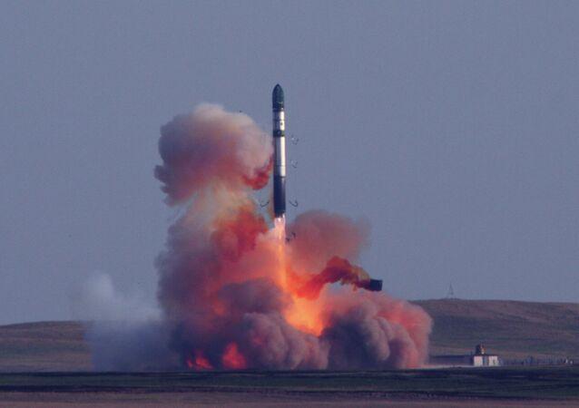 Tir d'un missile balistique intercontinental R-36M2 Voevoda  (code Otan: S-18 Satan)