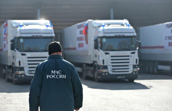 Aide humanitaire: le 4e convoi russe arrive à Donetsk - Sputnik France