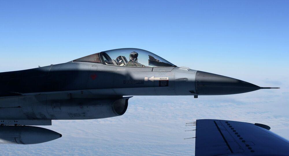 Un chasseur de l'OTAN F16