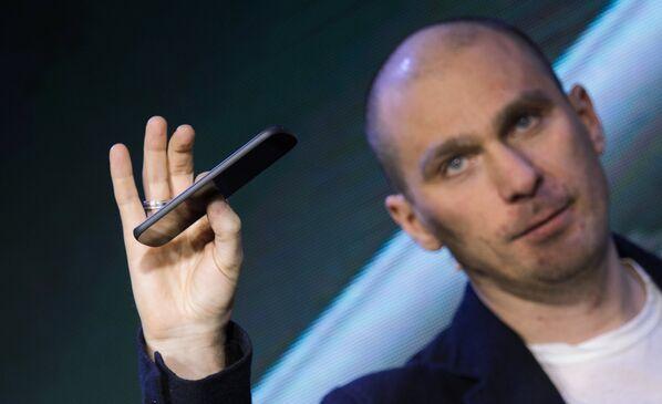 Présentation du smartphone russe YotaPhone 2 - Sputnik France