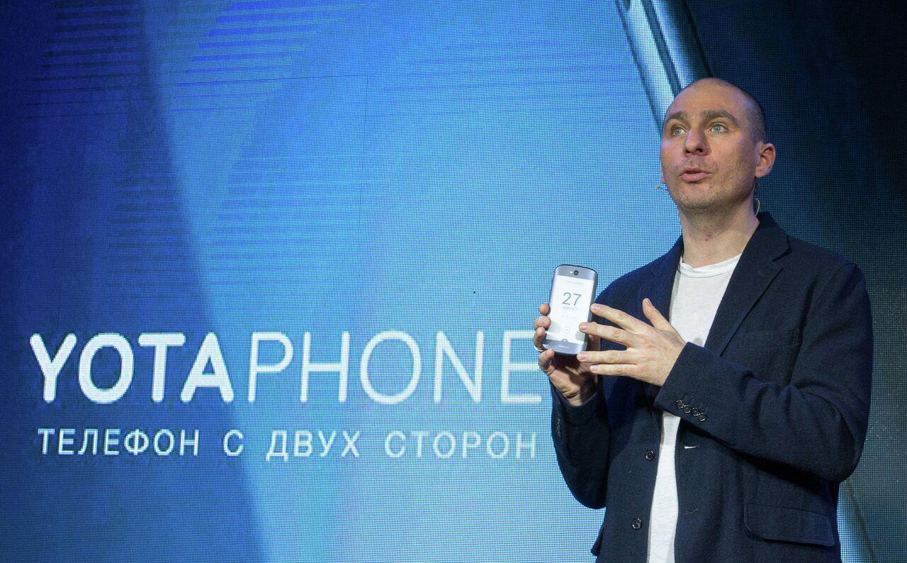 Présentation du smartphone russe YotaPhone 2