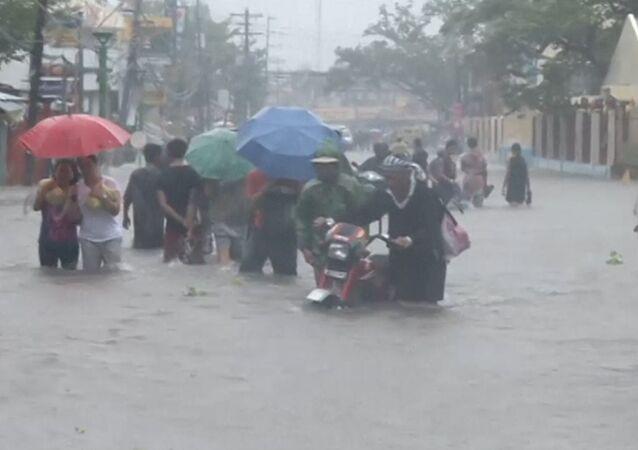 Le typhon Hagupit s'abat sur l'est des Philippines