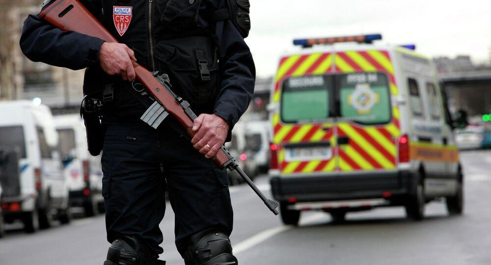 Arrestations en France: nouvelles recherches d'explosifs à Béziers