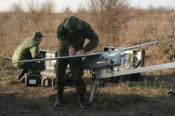 Troupes préparent les drones Orlan-10 - Sputnik France
