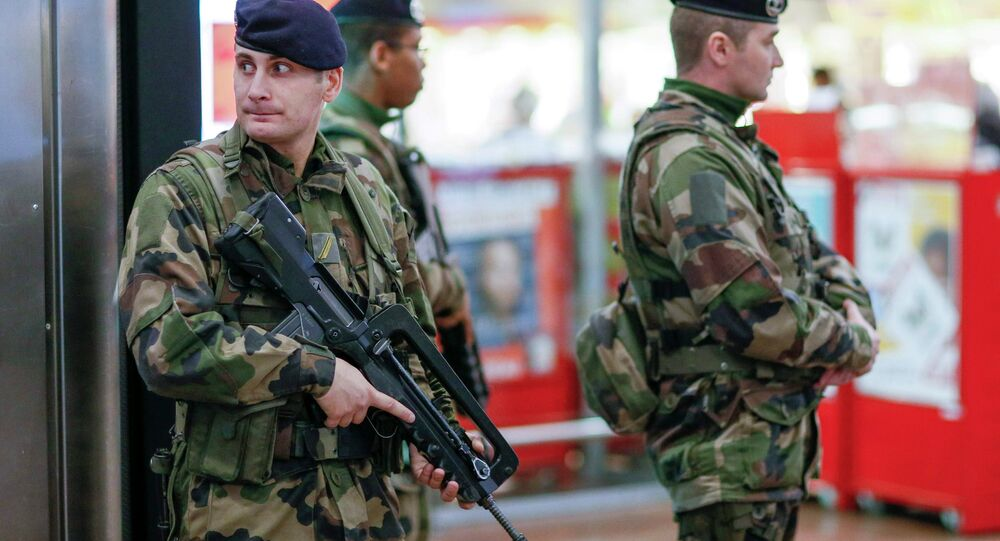 Militaires français en patrouille à Paris